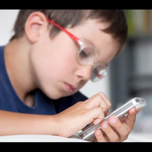 children ages 6 to 18 using smartphones laptop and are facing eye syndrome disease