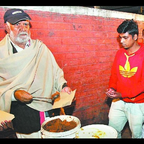 unqiue story of billionaire jagdish lal ahuja, sold property To Offer Free Meals To The Poor
