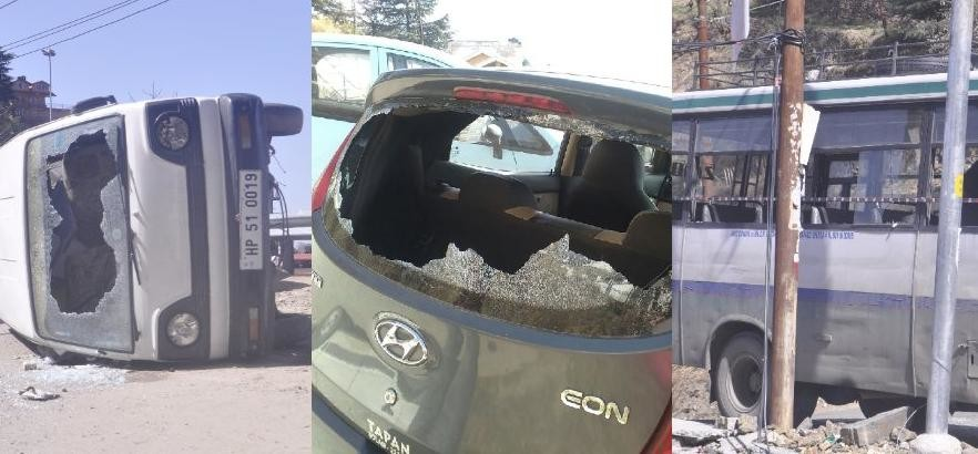 Some Person Broke Mirrors of Vehlicles at Shimla city.