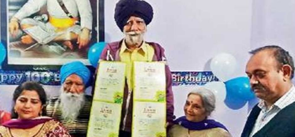 13 limca book of records on name of 75 years old surinder singh azad, amazing story