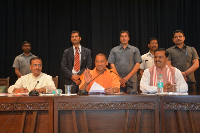 up cm adityanath meeting with officers and leaders