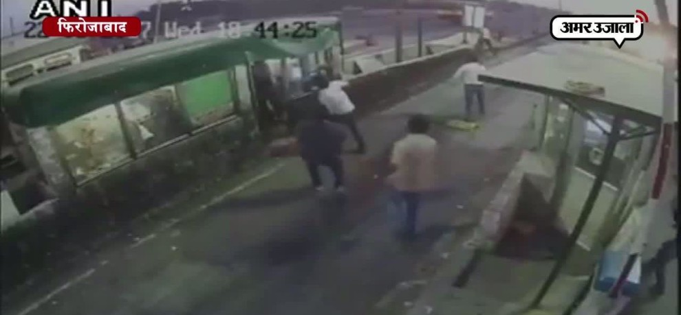 toll plaza employee thrashed in Firozabad, all activities captured in cctv