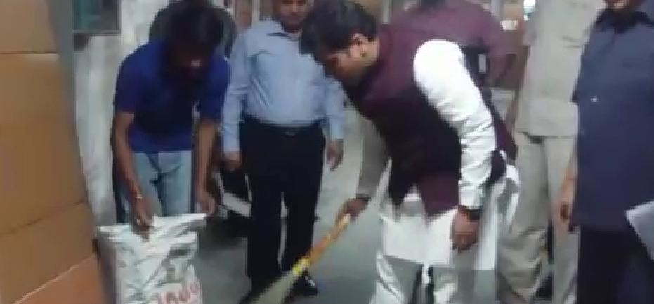 UP GOVERNMENT POWER MINISTER SRIKANT SHARMA CLEAN HIS OFFICE