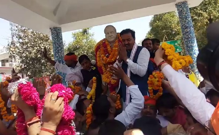 warm welcome of up deupty cm in  Allahabad