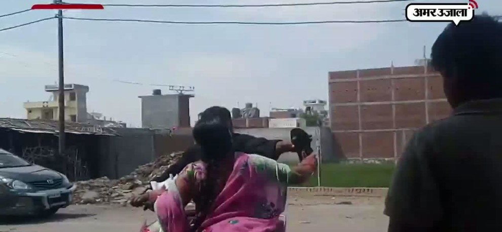 A WOMAN HAS BEATEN HER HUSBAND WITH FOOTWEAR IN KANPUR