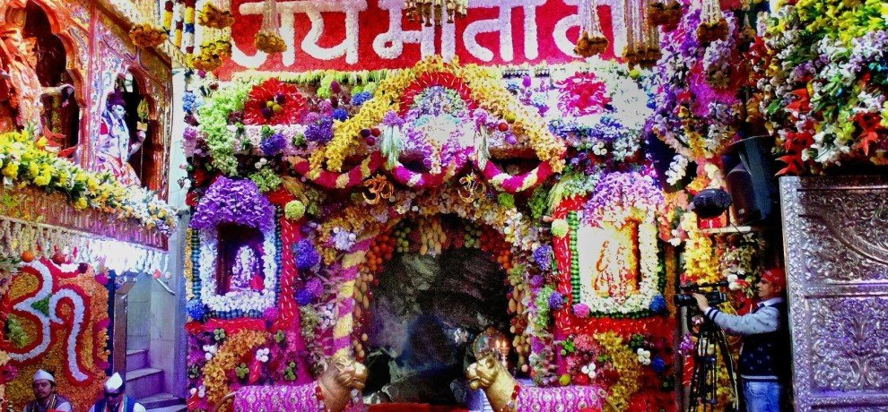 images of mata vaishno devi temple in navratri
