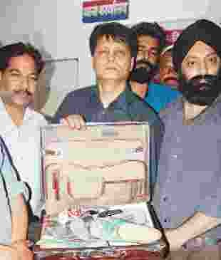 on going e riksha 1.34 lakh theft
