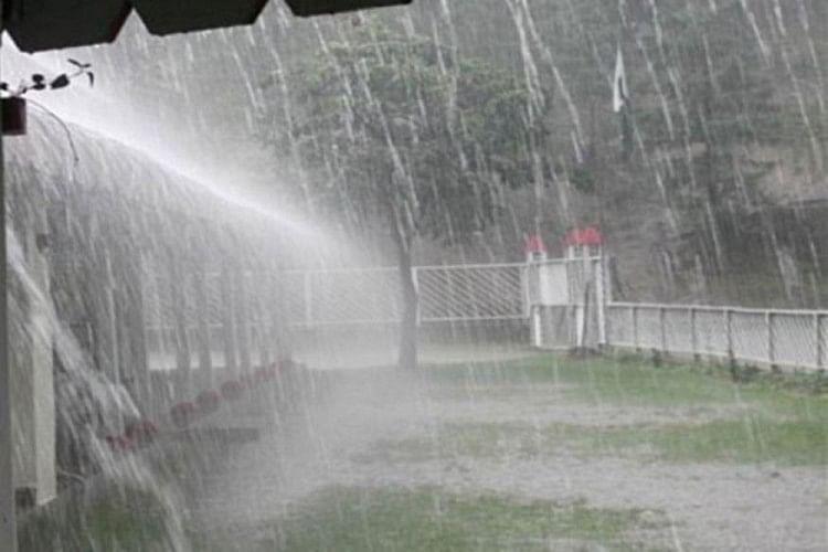 Very Heavy Rain In Nainital - नैनीताल में मूसलाधार बारिश से जनजीवन अस्त-व्यस्त, झील में बहा सीवर का पानी - Amar Ujala Hindi News Live