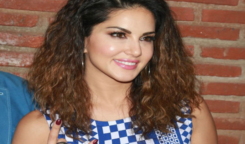sunny leone again goes back to school