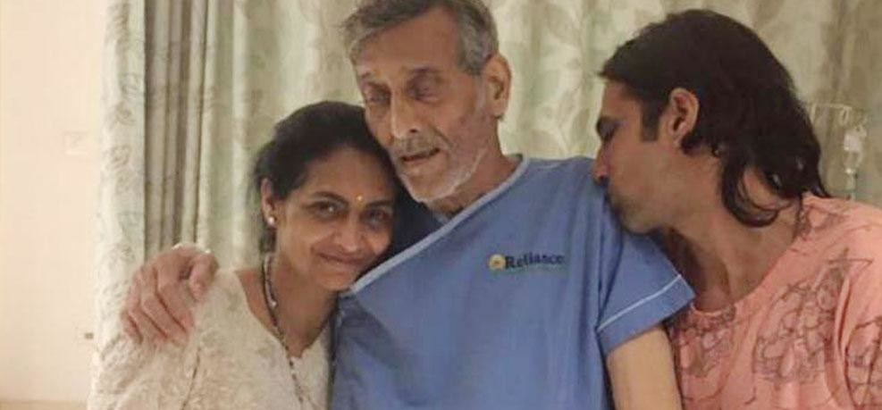 Veteran Bollywood actor Vinod Khanna dies, this viral photo revealed about his cancer