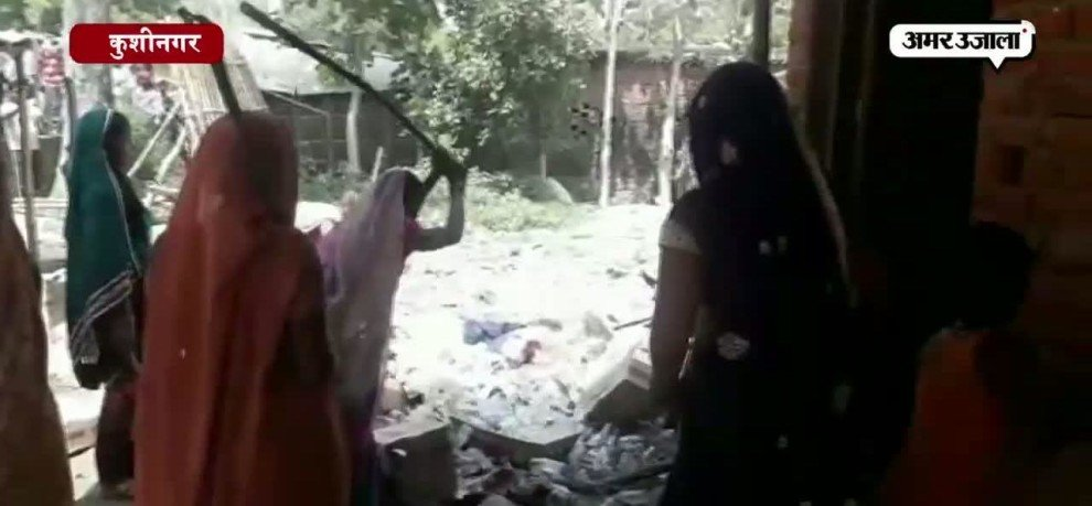 WOMEN DEMOLISHED COUNTRY LIQUOR SHOP AT KUSHINAGAR AFTER EVETEASED BY DRUNK MEN