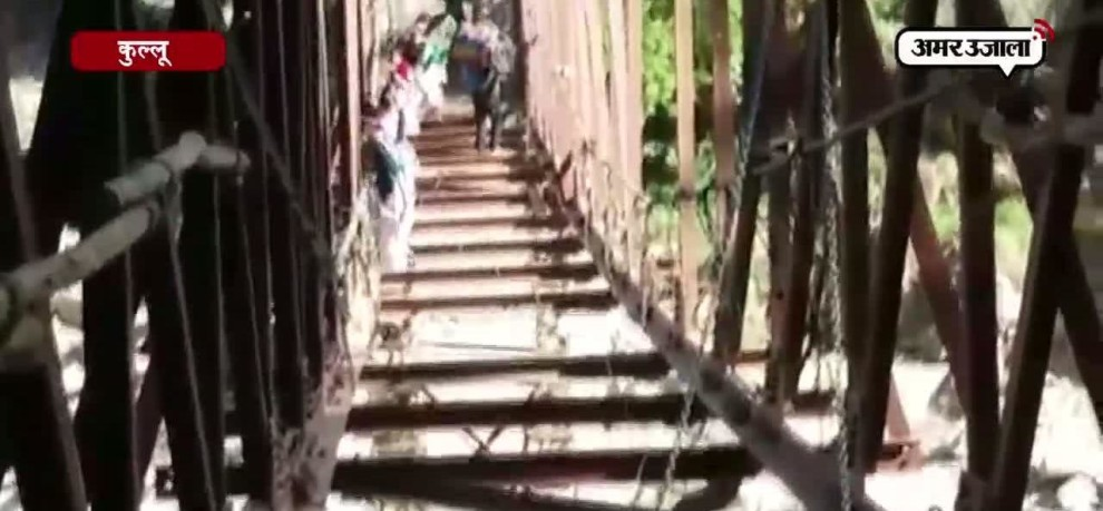 PEOPLE PUTTING THEIR LIFE IN DANGER BY CROSSING UNDER CONSTRUCTION BRIDGE AT KULLU