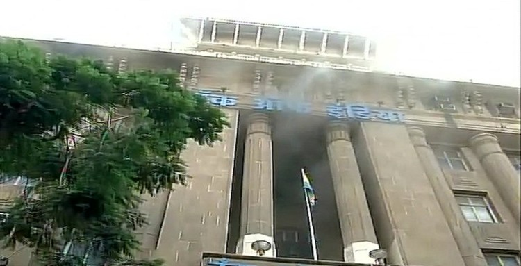 Mumbai: Bank of India building catches fire in Fort area