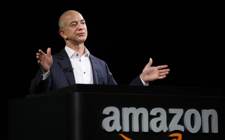 amazon founder jeff bezos has started his business by online selling books, earning 426 crore daily