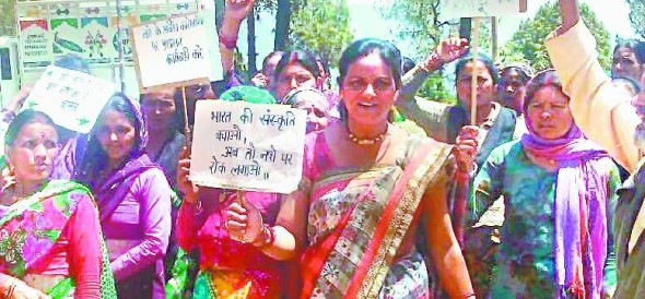 Demonstration against women breaking liquor bars