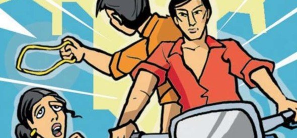 police arrested three youth for loot in ladies getup in delhi