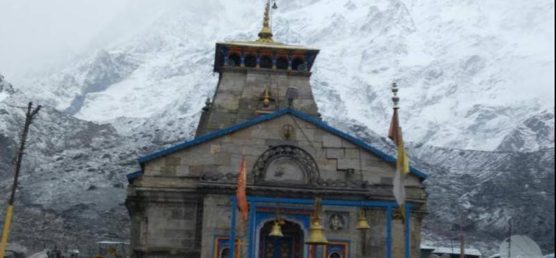 snowfall at kedarnath dham and badrinath dham