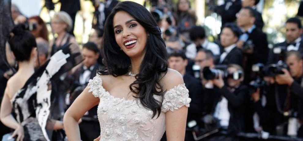 mallika sherawat looks stunning in cannes international film festival