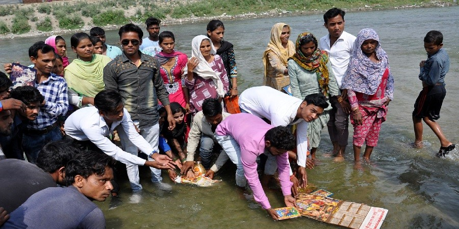 Saharanpur: Buddhists, adopted by Dalits of three villages, statues of gods immersed in the canal