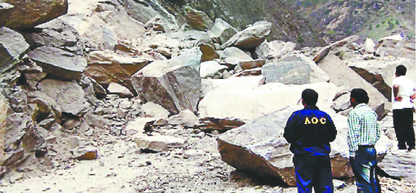 Badrinath highway blocked, Many families of meerut are stranded