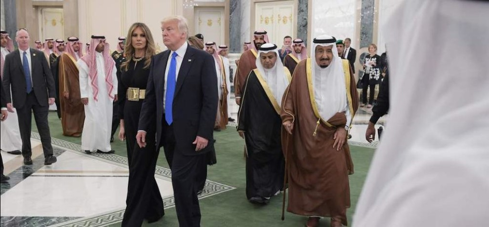 Melania Trump arrives in Saudi Arabia without headscarf