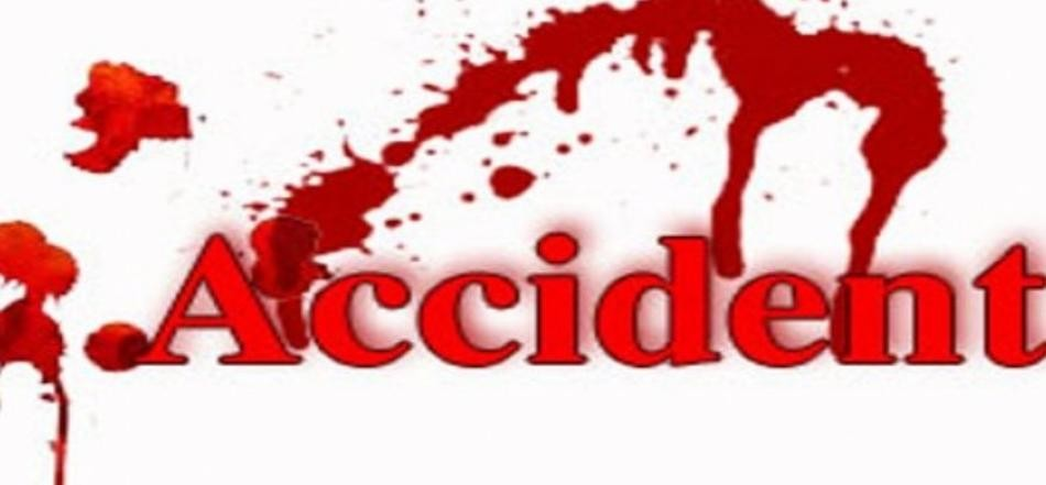 road accident, one killed and ten injured