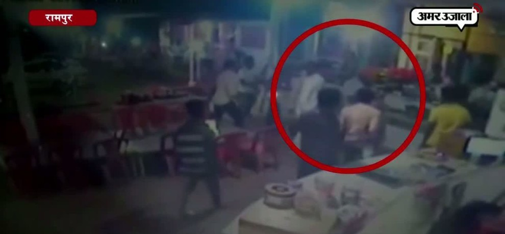 FIGHT BETWEEN POLICE AND GOONS IN RAMPUR