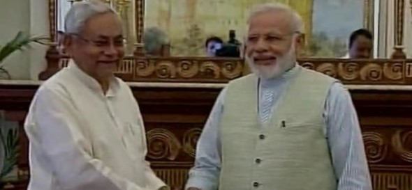 Pm modi and nitish yet again together on lunch