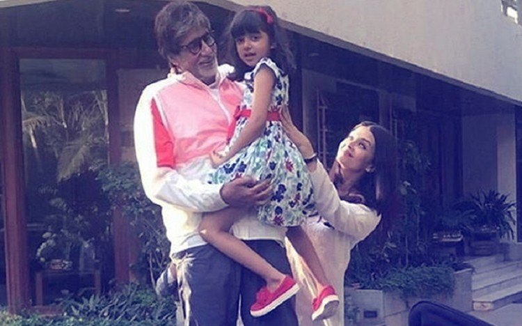 Aaradhya Bachchan Waves At Grandfather Amitabh Bachchan's Fans ...