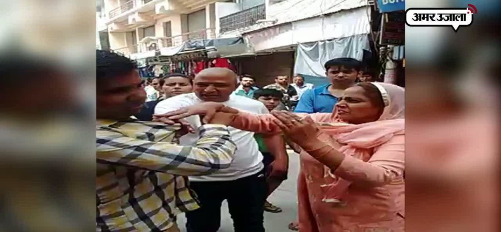 GUY BEATEN BY LOCALS AFTER MOLESTING A GIRL IN PANIPAT