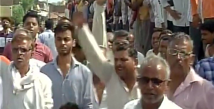 mandsaur collector and officers were beaten by farmers while they are protesting in madhya pradesh