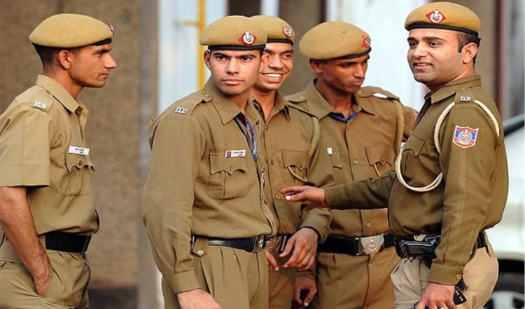 vacancies for 12th passed candidates in up police last date 15th june