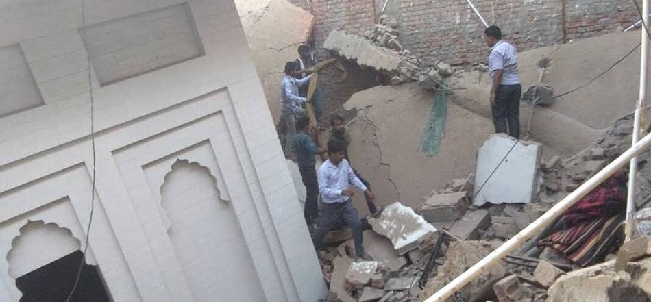 1 dead & 6 injured after roof of an under construction Gurudwara collapsed