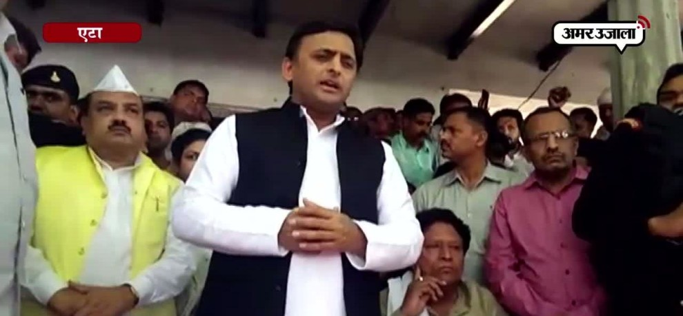 EX CM AKHILESH YADAV ANNOUNCES RS 2 LAKH COMPENSATION FOR ETAH ROAD ACCIDENT VICTIMS FAMILY