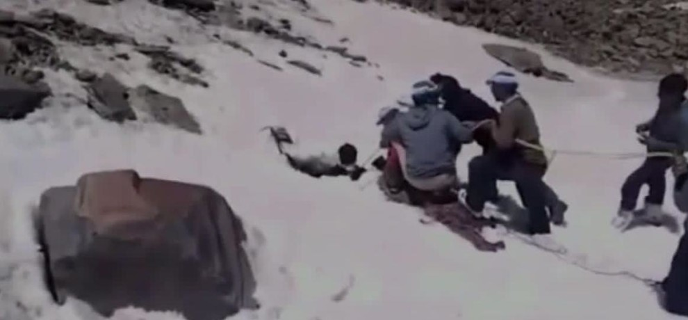 UTTRAKHAND NDRF TEAM SAVE A LIVE TRAPPED IN THE GLACIER IN CHAMOLI
