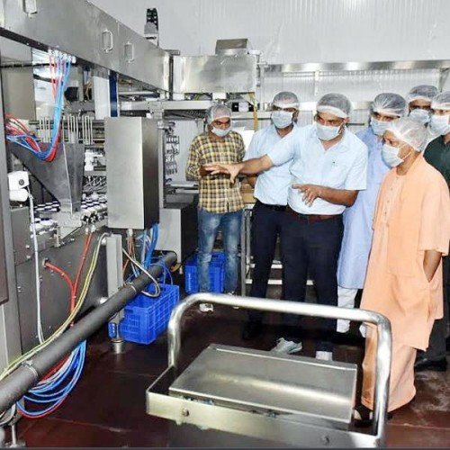 chief minister yogi adityanath inspected amul dairy in Lucknow.