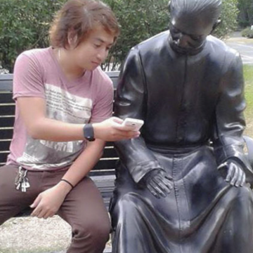 Top 10 funny photos of people posing with statues and sculptures