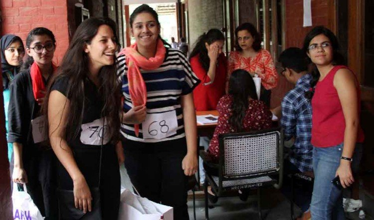 delhi university placement session gets pace, in two days 400 students take part in it