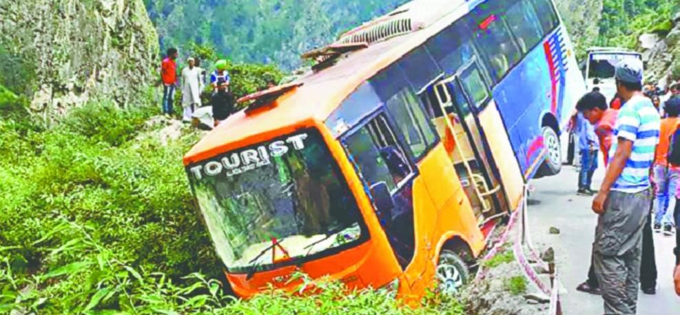 bus accident but all passengers survive in badrinath highway