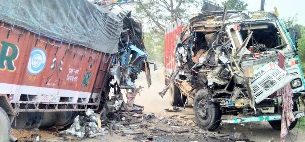 Two dead in truck collision on national highway