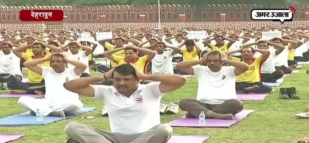 india and other countries giving massage for be heathy and fit on international yoga day