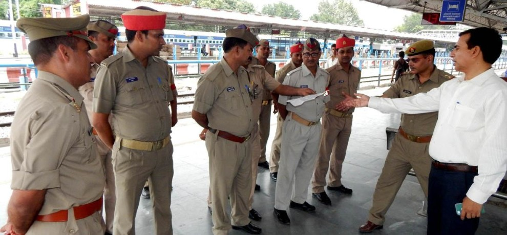 constable stolen money from businessman outside of ballia station