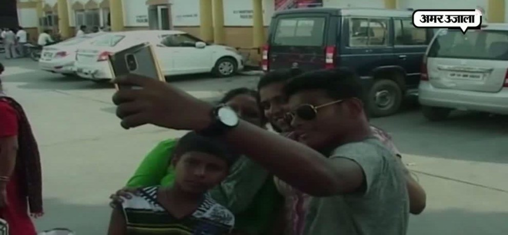 UP Police launched campaign to penalise the people who are found clicking selfie at public places