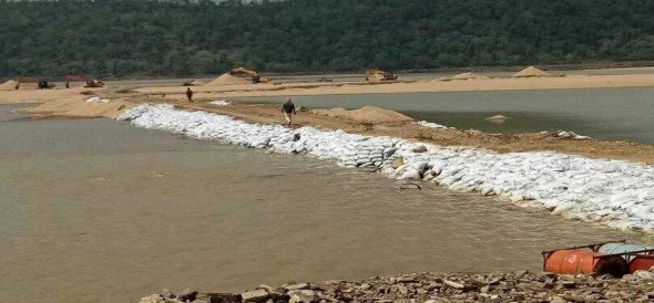 Son river stopped for illeagal sand mining in sonebhadra