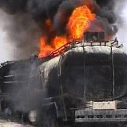पाकिस्तान: पलटे ऑयल टैंकर से तेल इकट्ठा कर रहे थे लोग, हुआ ब्लास्ट, 140 जिंदा जले