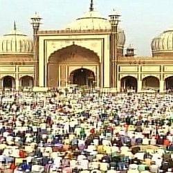 पीएम मोदी ने दी बधाई, तस्वीरों में देखिए देशभर में कैसे मन रही ईद
