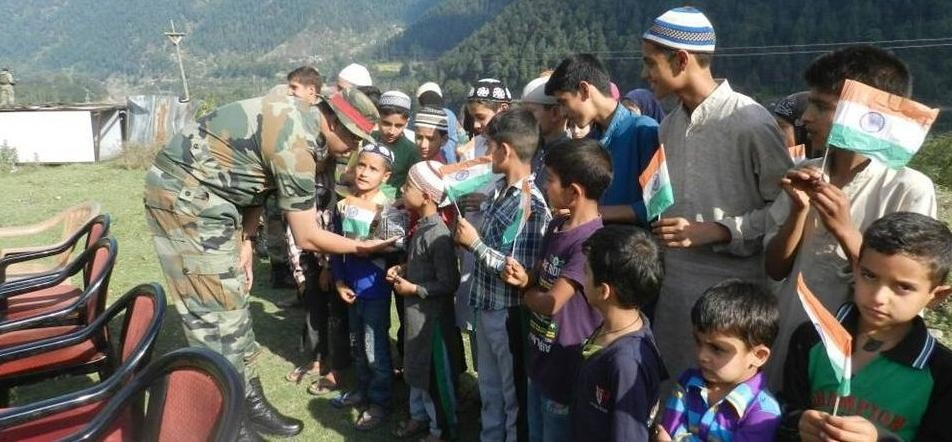 iNDIAN ARMY CELEBRATED EID WITH KASHMIRI KIDS