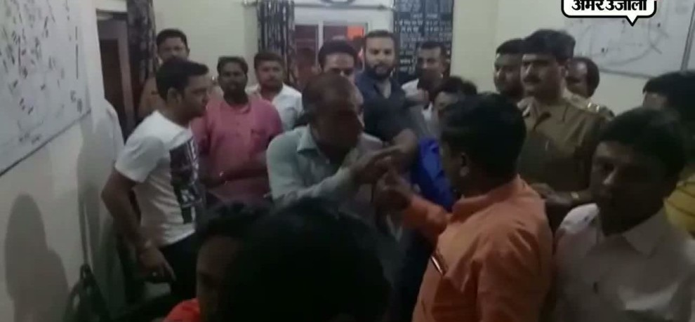 Hindu yuva vahini supporters beaten bjp leaders inside police station in bareilly