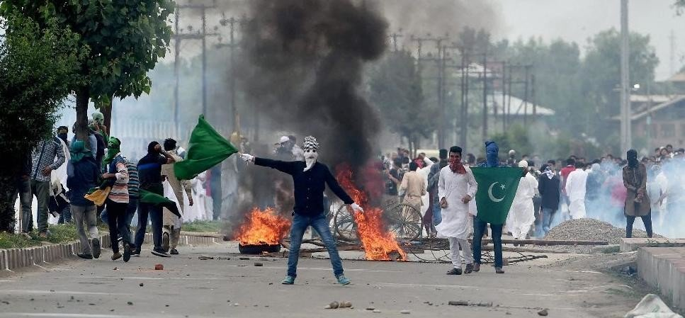 picture of violent protests in kashmir valley
