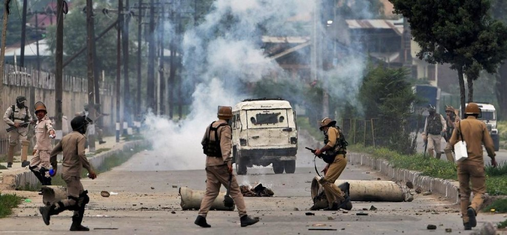 violent protest in budgam of central kashmir